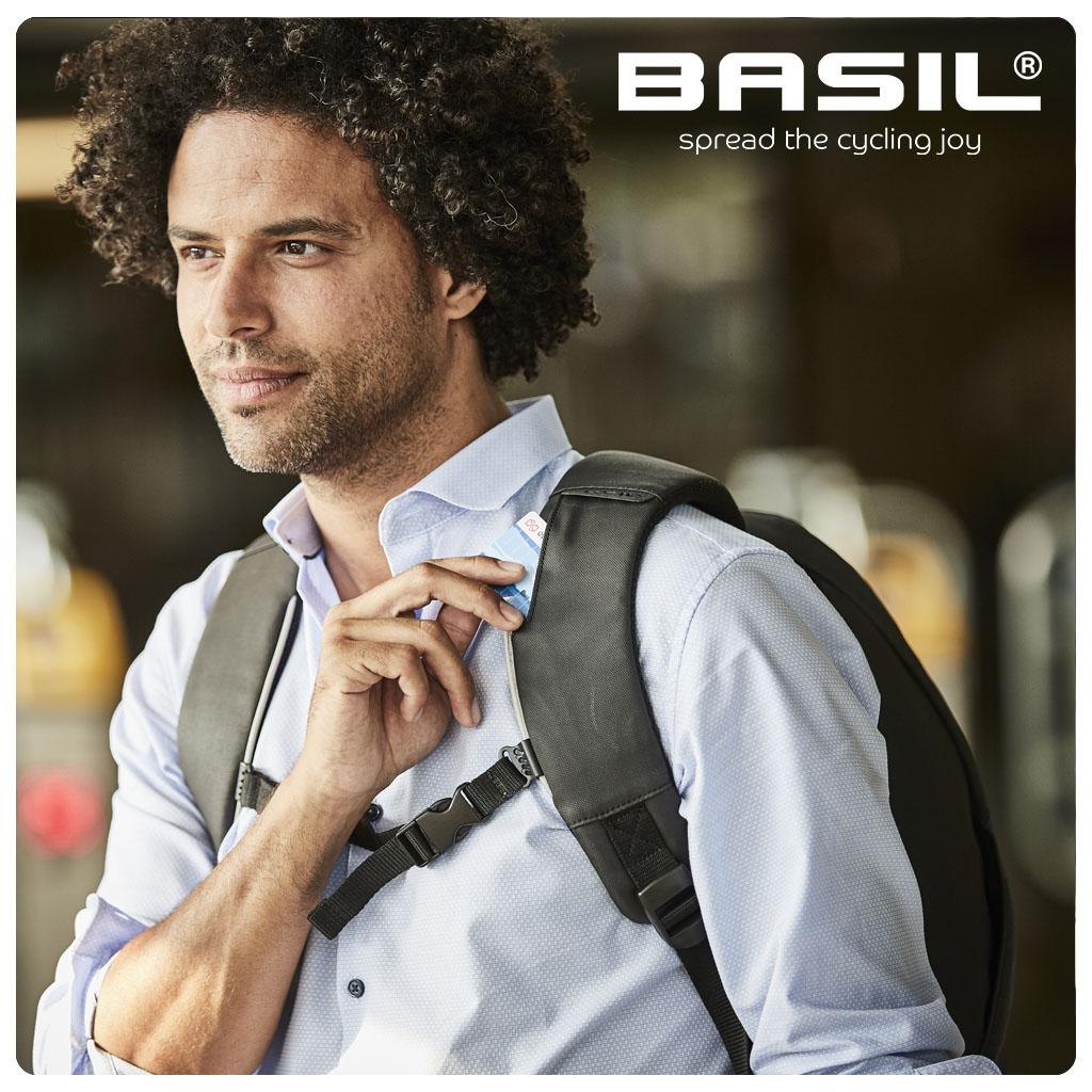 WT-1024x1240px-75DPI-Basil-Kant-&-Klaar-Beelden_B-Safe-Backpack-10
