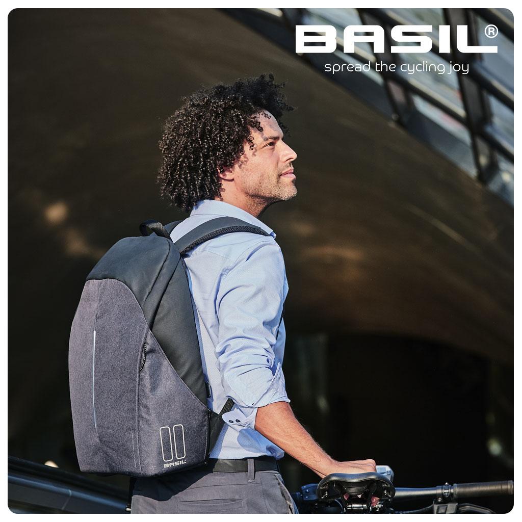 WT-1024x1240px-75DPI-Basil-Kant-&-Klaar-Beelden_B-Safe-Backpack-3